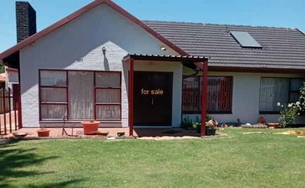 4 Bedroom House - Strubenvale